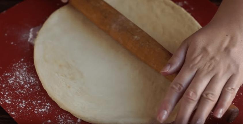 Тонкое тесто для пиццы с быстродействующими дрожжами