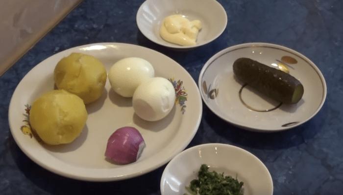 Салат с соленым огурчиком