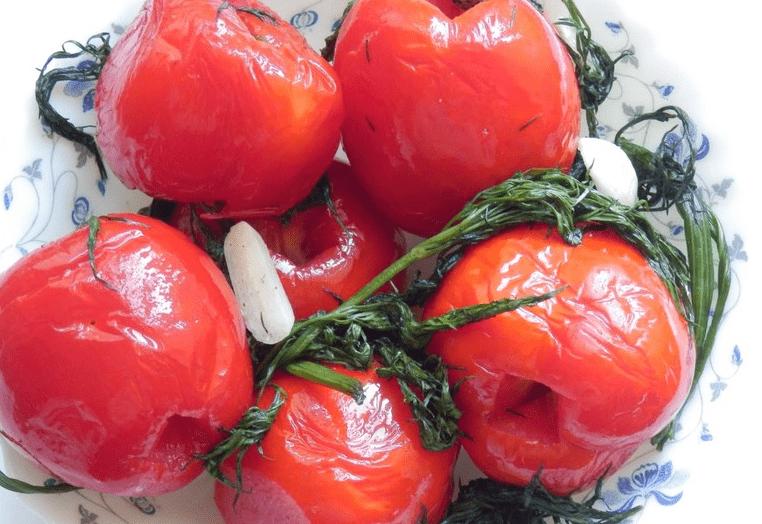 закуска помидоры с чесноком ,перцем,укропом быстрый рецепт