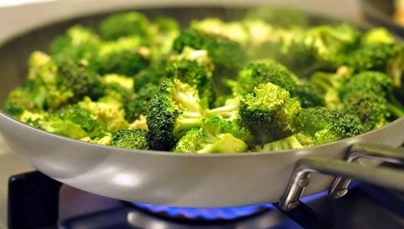 Брокколи — рецепт приготовления на сковороде по-быстрому