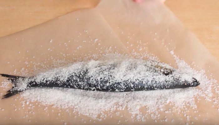 Как вкусно посолить селедку в домашних условиях - целиком, кусочками, в рассоле