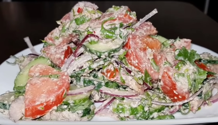 Салат с грецкими орехами - совмещаем вкусное с полезным: рецепт с фото и видео