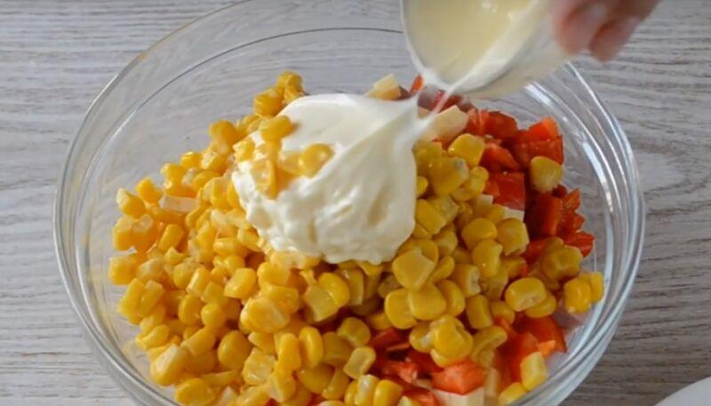 Как делать салат с сухариками