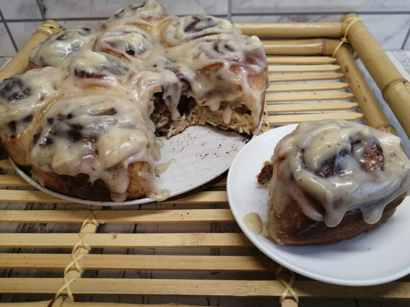 Булочки Синабон с корицей и сливочным кремом — рецепт приготовления в домашних условиях