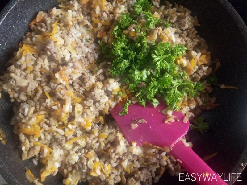 Подготовка грибов с мясным фаршем для запеченных перцев рис 3