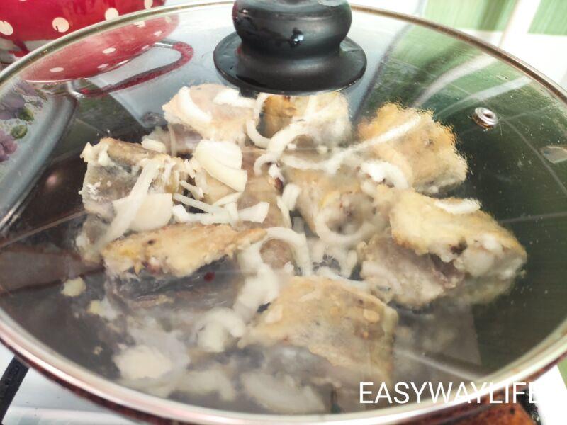 Приготовление минтая с луком рис 2