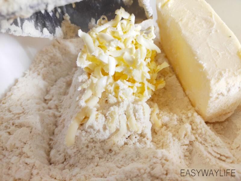 Вымешивание слоёного теста для торта Наполеон рис 2