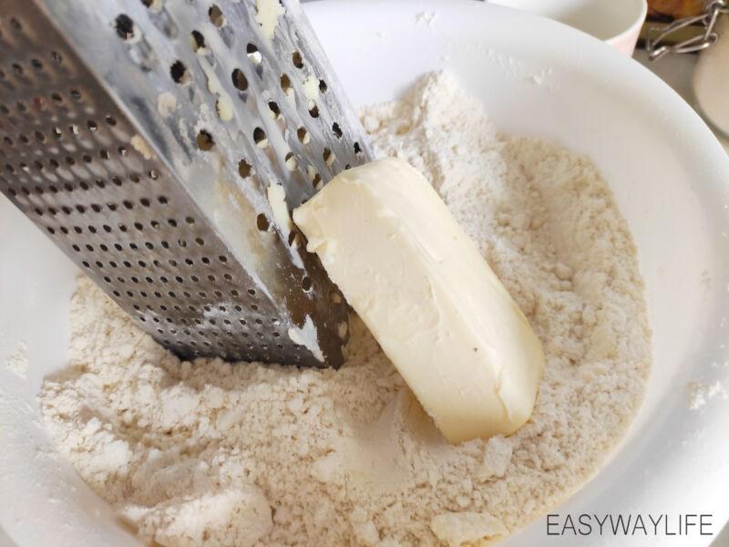 Вымешивание слоёного теста для торта Наполеон рис 1