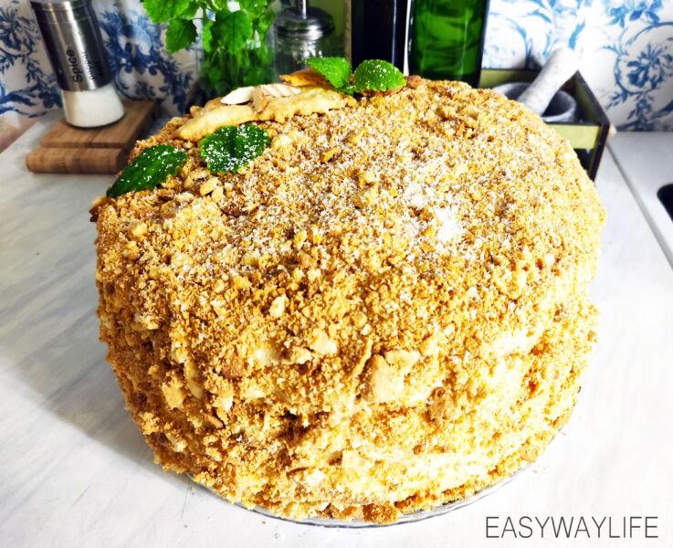 Украшение готового торта Наполеон из слоёного теста