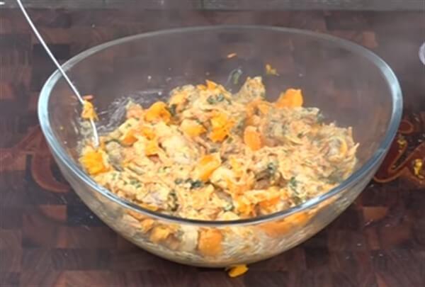 Подготовка овощей и мяса для начинки тыквы запеченной в духовке рис 3