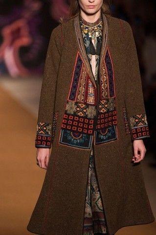 Вышивка на женском демисезонном пальто рис 6