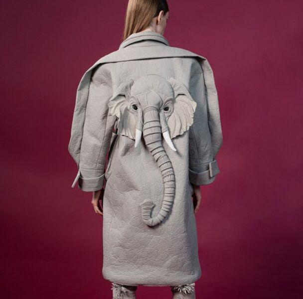 Аппликация на женском демисезонном пальто рис 4