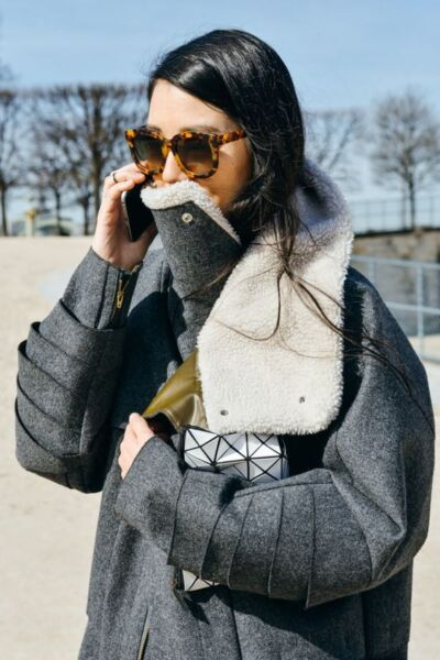 Сложный крой в женском демисезонном пальто рис 1