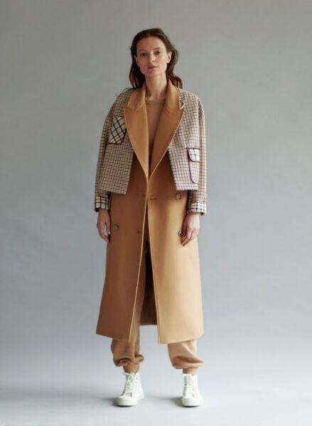 Сочетание разных фактур и тканей в женском пальто рис 7