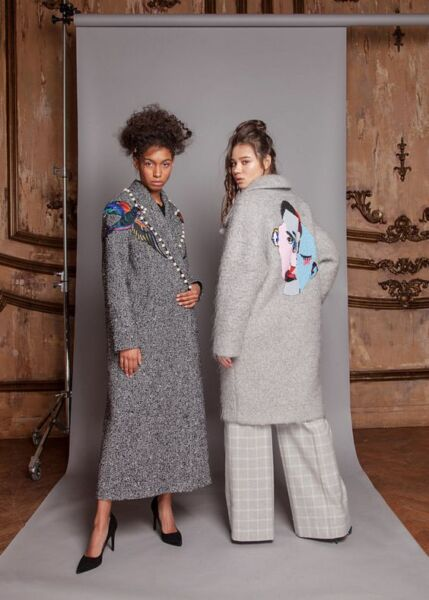 Вышивка на женском демисезонном пальто рис 5