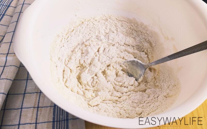 Приготовление кефирного пельменного теста рис 1