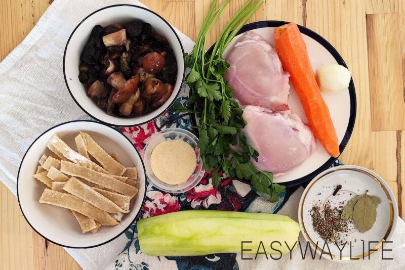 Грибной суп с курицей и вермишелью