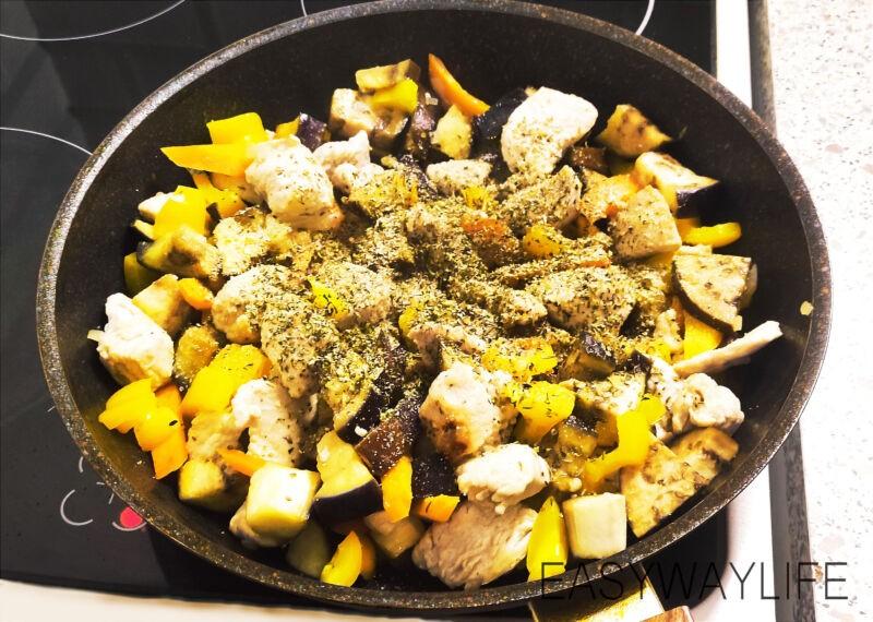Смешивание продуктовдля индейки с перцем и баклажаном рис 3