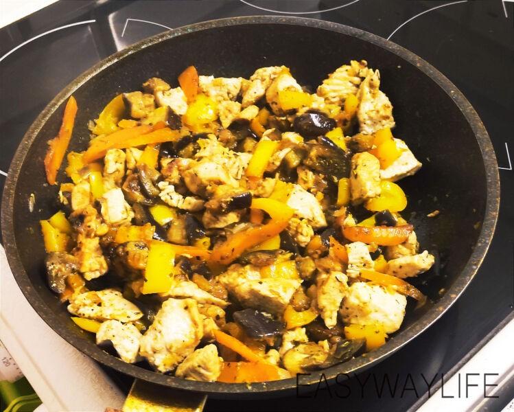 Смешивание продуктовдля индейки с перцем и баклажаном рис 4