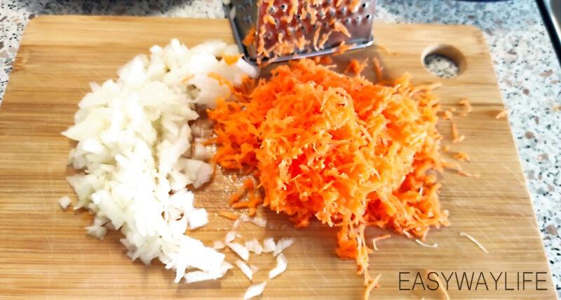 Подготовка овощей и мяса для куриного супа рис 1