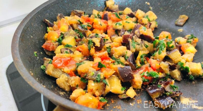 Приготовление баклажан с помидорами и чесноком рис 1