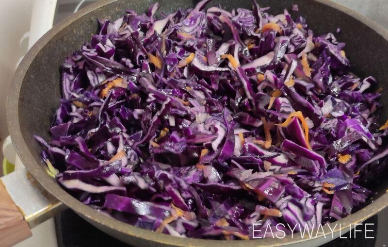Нарезка овощей и сосисок для тушения рис 2