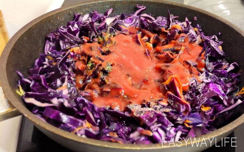 Нарезка овощей и сосисок для тушения рис 3