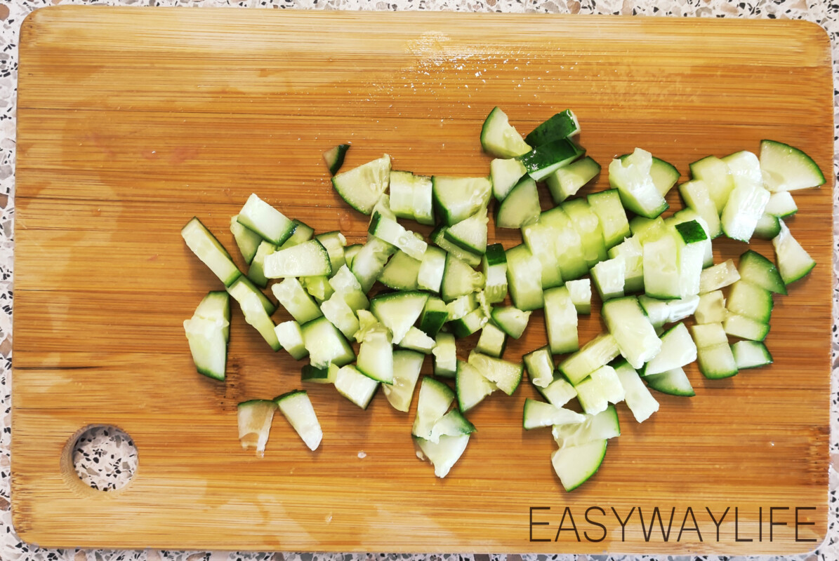 Подготовка и нарезка овощей для греческого салата рис 3