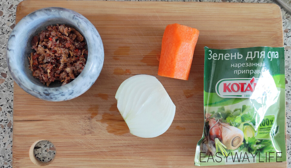 Подготовка бульона и зажарки для супа с фрикадельками рис 1
