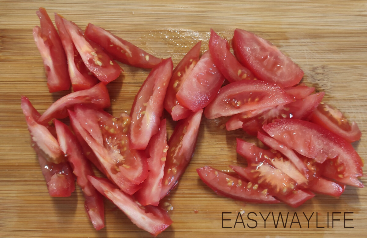 Нарезка продуктов для тёплого салата рис 3