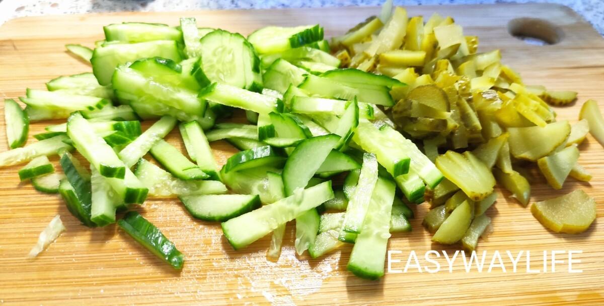 Нарезка продуктов для салата с блинами рис 2